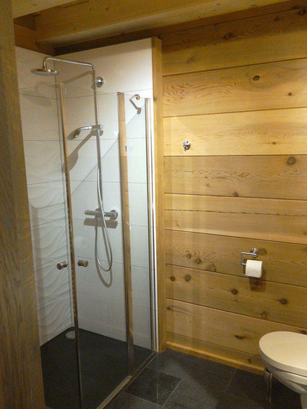 12.první spodní pokoj sprcha_result