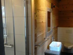 16.druhý spodní pokoj-sprcha-WC_result